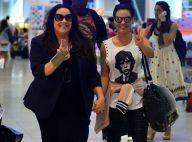 Ana Carolina e Leticia Lima embarcam de mãos dadas após assumirem namoro. Fotos!