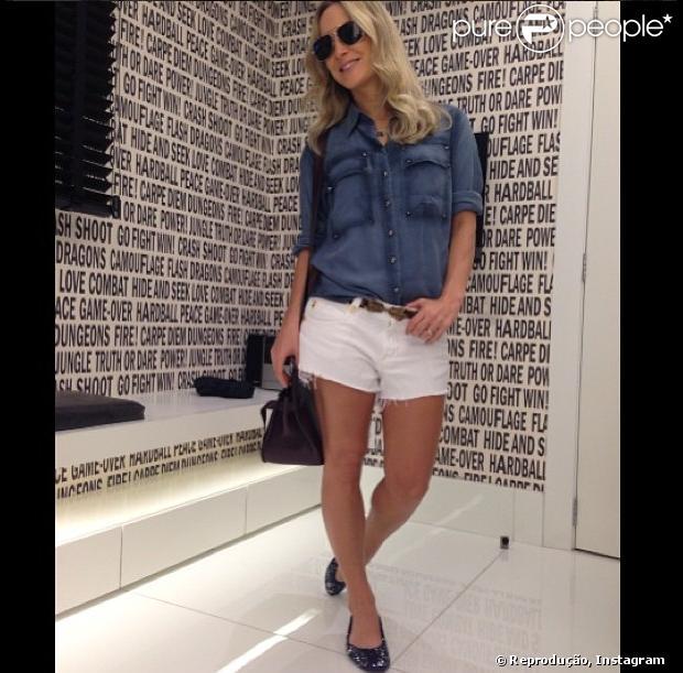 Claudia Leitte mostra seu novo visual, com cabelos mais curtos e mais loiros, em seu Instagram, em 10 de janeiro de 2013