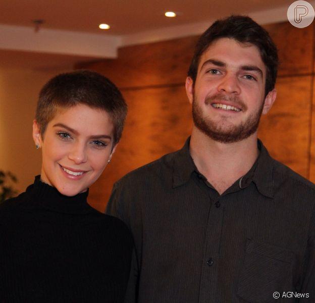 Isabella Santoni terminou o namoro com o estudante Lucas Wakim, informa o colunista Leo Dias, do jornal 'O Dia', nesta sexta-feira, 10 de fevereiro de 2017. Separação foi confirmada pela assessoria de imprensa da atriz