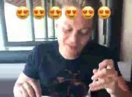 Michel Teló fica sem graça após elogios de Thais Fersoza em vídeo: 'Marido gato'
