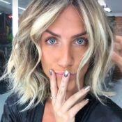 Giovanna Ewbank corta cabelo, retoca loiro e exibe unha de gel: 'Baile da Vogue'