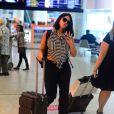 Grávida, Carol Castro usou look confortável em aeroporto no Rio de Janeiro