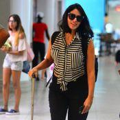 Grávida, Carol Castro embarca com cabelo mais curto e look confortável. Fotos!
