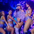 Dona do sucesso 'Sim ou Não', Anitta foi uma das atrações do Festival Planeta Atlântida, que aconteceu no último dia 5 de fevereiro de 2017. A cantora chamou a atenção pelo seu look estampado