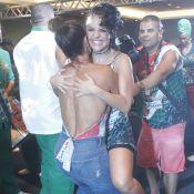 Juliana Paes carrega Paloma Bernardi no colo em show de Ivete Sangalo. Fotos!