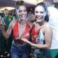 Juliana Paes se diverte com Paloma Bernardi durante show de Ivete Sangalo na feijoada da Grande Rio