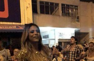 Sabrina Sato esbanja boa forma ao usar biquíni em ensaio de rua da Vila Isabel