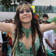 Alessandra Negrini, rainha pelo quarto ano consecutivo do bloco do Baixa Augusta, em São Paulo, usou fantasia inspirada no Parque Augusta