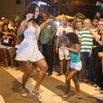Camila Silva agita último ensaio de rua da Mocidade na noite desta segunda-feira, 20 de fevereiro de 2017