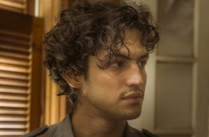 Gabriel Leone será estudante acusado de subversão na série 'Os Dias Eram Assim'