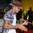 Léo Santana se apresentou no circuito extra-oficial do Carnaval de Salvador, na noite desta terça-feira (21)