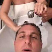 Luciano Huck se diverte com Angélica lavando seu cabelo: 'Com carinho'. Vídeo!