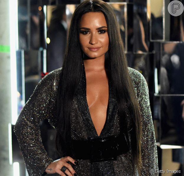 """Demi Lovato abriu o coração e teceu elogios ao namorado brasileiro, Guilherme """"Bomba"""", no programa de Ellen DeGeneres, em 22 de fevereiro de 2017"""