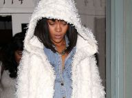 Rihanna aparece de franjinha e adere ao corte estilo chanel