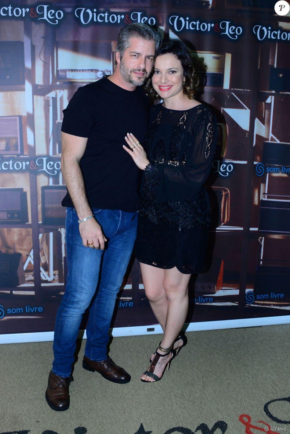 O cantor Victor Chaves, da dupla com Léo, está sendo acusado de agressão física pela sua mulher, Poliana Bagatini