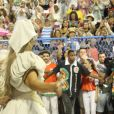 Ivete Sangalo levanta o público na Sapucaí na comissão de frente da Grande Rio em desfile da escola neste domingo, 26 de fevereiro de 2017