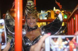 Xuxa Meneghel deixa bumbum à mostra em look fio-dental na Sapucaí. Fotos!