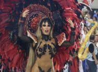 Nicole Bahls sofre torção no tornozelo e desfila mancando em carnaval na Sapucaí