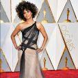 Halle Berry de Atelier Versace Alta-Costura Verão 2017 na 89ª edição do Oscar, em Los Angeles, na Califórnia, realizada na noite deste domingo, 26 de fevereiro de 2017