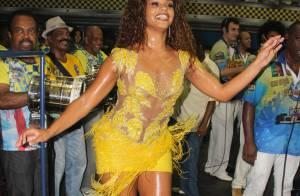 Juliana Alves cai no samba e discursa no ensaio da Unidos da Tijuca
