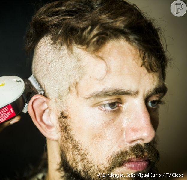 Cesar (Rafael Cardoso) tem os cabelos raspados após ser preso, na novela 'Sol Nascente', a partir de 8 de março de 2017