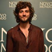 Chay Suede, sem dublê em 'Novo Mundo', é elogiado por diretor: 'Guerreiro'