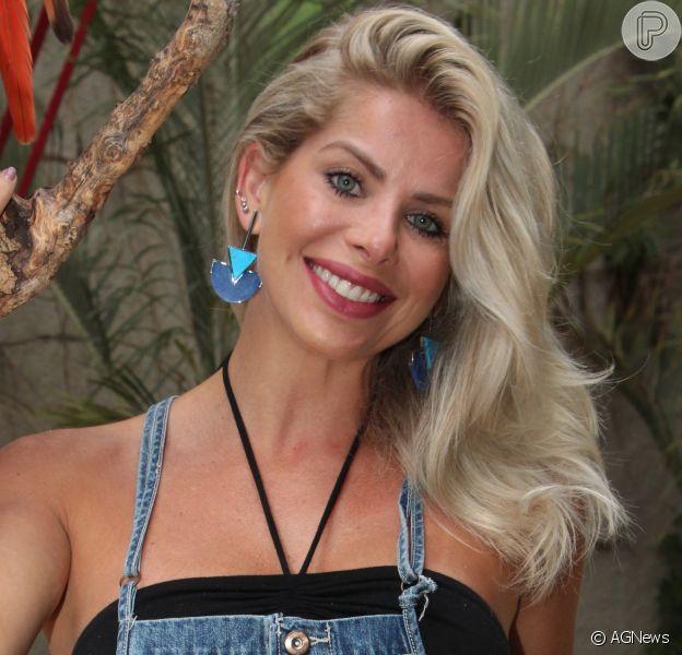Karina Bacchi contou que já sente os famosos desejos da gravidez: 'Tenho vontades estranhas, não de coisas doces, mas coisas azedas como limão com sal'