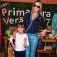 Ticiane Pinheiro postou vídeo da filha dublando a cantora Naiara Azevedo com o hit '50 reais'