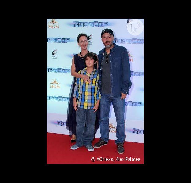 José Padilha lançou o filme 'Robocop', no Cinépolis Lagoon, na Lagoa, Zona Sul do Rio de Janeiro, na noite desta terça-feira, 18 de fevereiro de 2014, acompanhado da mulher e do filho