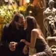 Milena (Giovanna Lancellotti) não deixa Ralf (Henri Castelli) ir embora e os dois ficam juntos, na novela 'Sol Nascente'