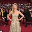 No Oscar de 2010, Cameron Diaz atravessou o tapete vermelho com um tomara que caia prata da grife Oscar de la Renta