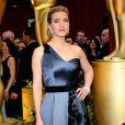 No Oscar de 2009, Kate Winslet apareceu maravilhosa em um vestido assimétrico cinza azulado da grife Yves Saint Laurent