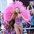 Ellen Roche desfilou pela escola de samba paulista Rosas de Ouro no Carnaval 2017