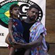 Cauã Reymond e namorada, Mariana Goldfarb, levam filha dele para natação nesta quinta-feira, dia 16 de março de 2017