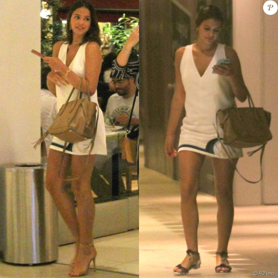 Bruna Marquezine repete look decotado para passeio em shopping no Rio, na noite desta quinta-feira, 16 de março de 2017
