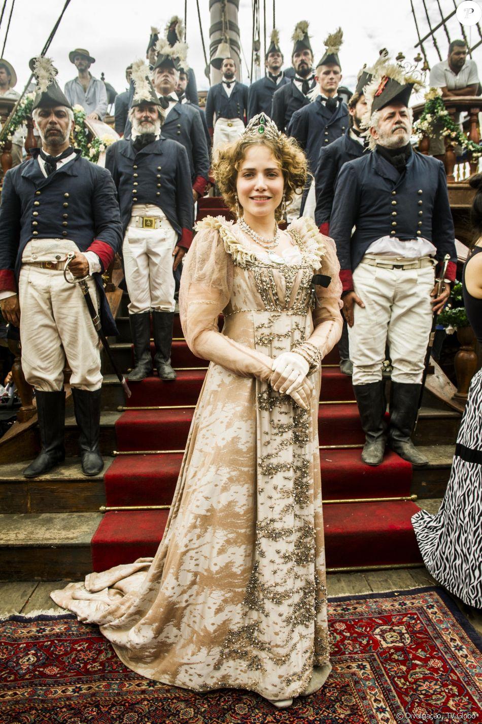 Nos bastidores da novela 'Novo Mundo', Letícia Colin leva de 1h30 a 2h para  se transformar em Leopoldina, sua personagem na trama - Purepeople