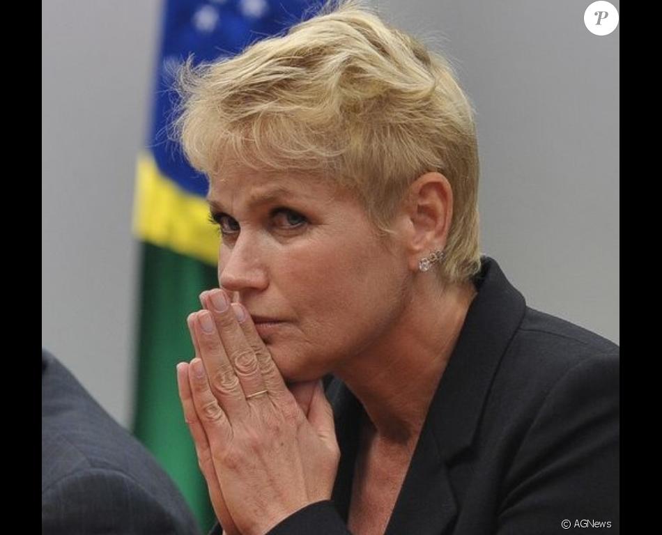 Xuxa confirmou neste domingo, 19 de março de 2017, a morte de seu pai, Luiz Floriano Meneghel