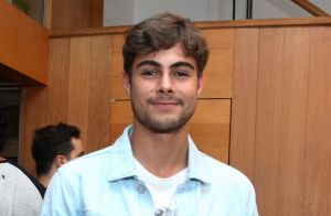 Rafael Vitti assiste a pré-estreia de peça da ex-namorada Isabella Santoni
