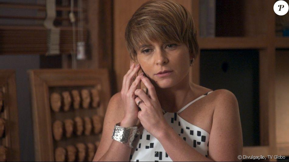 Helô (Claudia Abreu) é ameaçada e torturada por Magnólia (Vera Holtz) enquanto é mantida em cativeiro pela megera na novela 'A Lei do Amor'