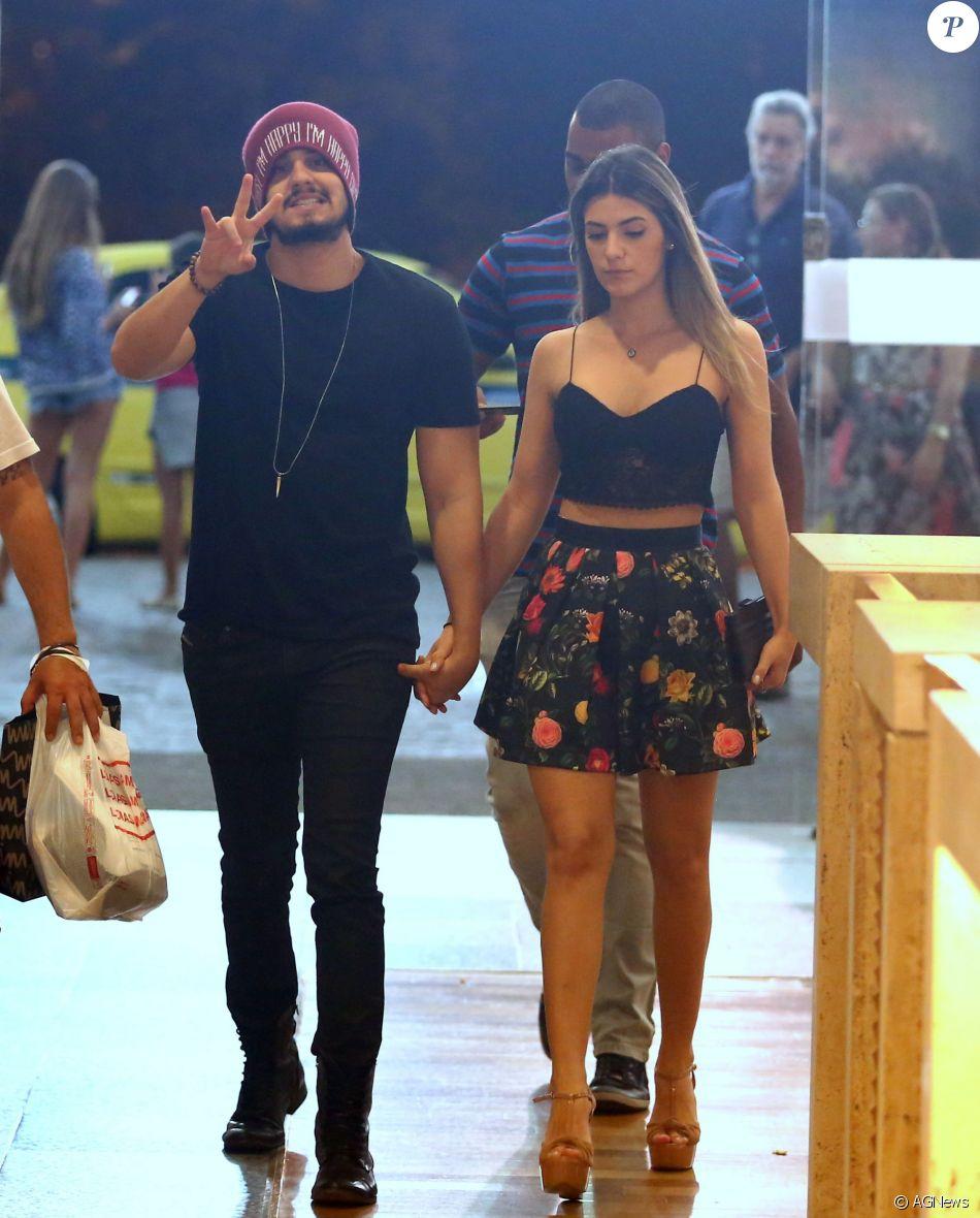 Luan Santana revela lugar inusitado que fez sexo com a namorada: 'Praia privada'