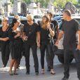 Xuxa Meneghel foi acompanhada por familiares no velório do pai