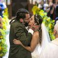 Milena (Giovanna Lancellotti) e Ralf (Henri Castelli) protagonizam o casamento do último capítulo da novela 'Sol Nascente'