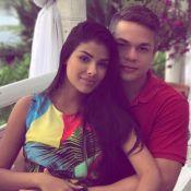Ex-BBB Munik posa com noivo em local onde será seu casamento: 'Chega, dia 04/12'