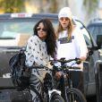 Michelle Rodriguez namora a modelo Cara Delevingne