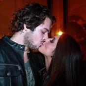Giovanna Lancellotti troca carinhos com o namorado em evento de moda: 'Meu amor'