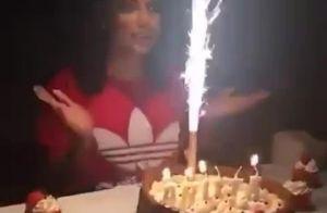 Anitta ganha festa surpresa de fãs e brinca na web: 'Desgraçados'. Vídeo!