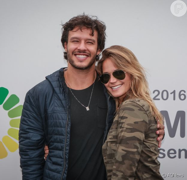 O ator Nando Rodrigues e a modelo Yasmin Volpato terminaram o namoro após 4 meses juntos