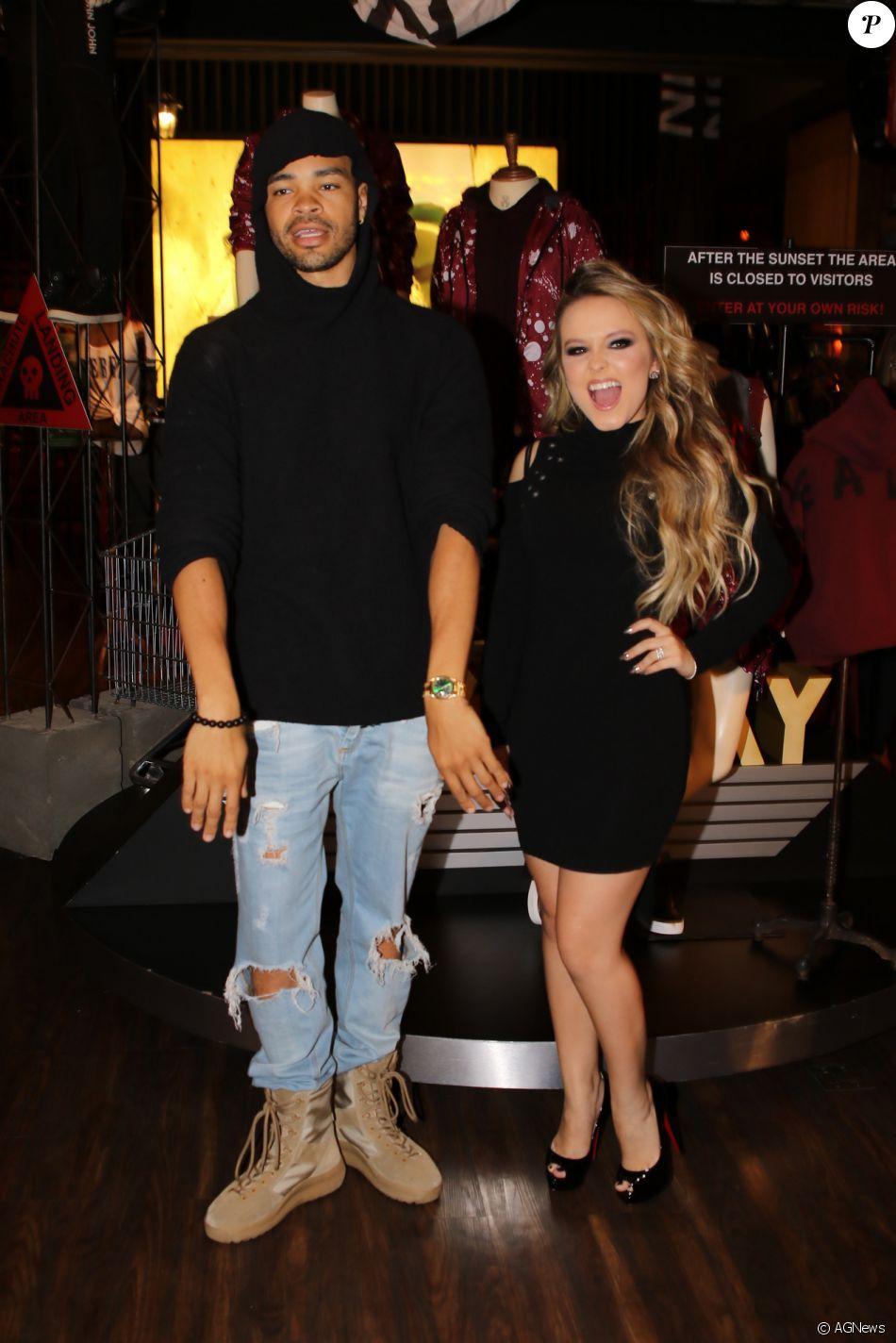 Larissa Manoela se diverte com Maejor, amigo de Justin Bieber, em evento  nesta terça 71583e52bd