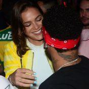 Bruna Marquezine surge orgulhosa após gol de Neymar em jogo do Brasil. Vídeo!