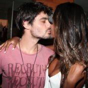 Guilherme Leicam beija Aline Prado, capa da 'Playboy', no lançamento da revista
